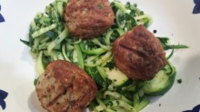 Spiralized zucchini with meatballs and pesto