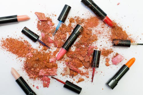 Do you know what's in your beauty products? The Governmentdoesn't!